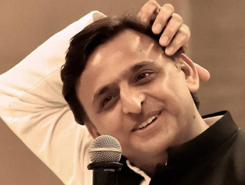 Fresh crisis in SP after Akhilesh aides sacked