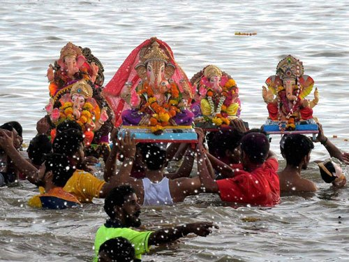 Stench from immersed idols puts off Sankey Tank walkers