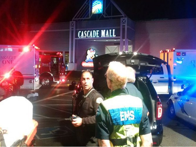 4 women killed in shooting at US mall, shooter at large