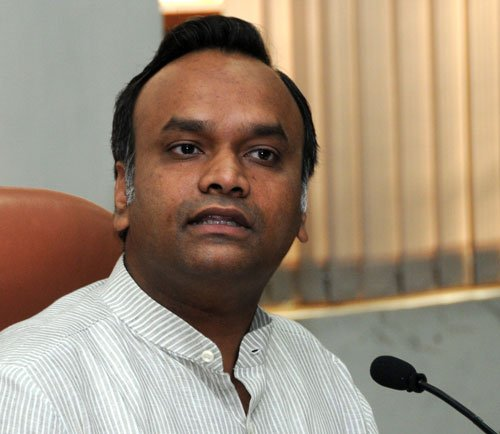 Karnataka Minister for policy changes in tune with emerging biz