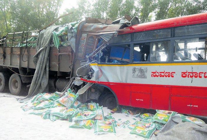 5 killed, 7 injured in bus-lorry collision | Deccan Herald