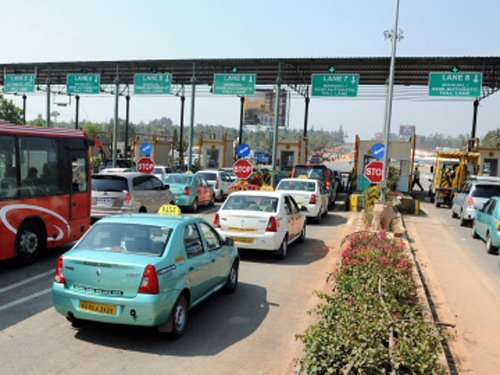 New vehicles to have digital tag for toll payments | Deccan