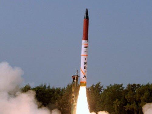India successfully test fires Agni-IV ballastic missile