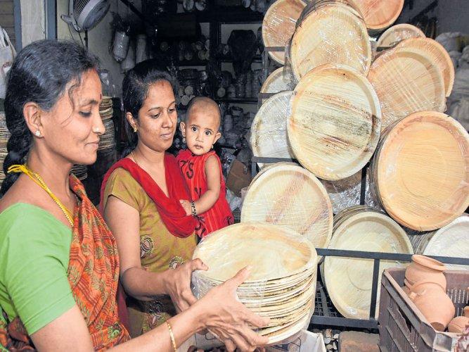 When meals come on areca plates | Deccan Herald