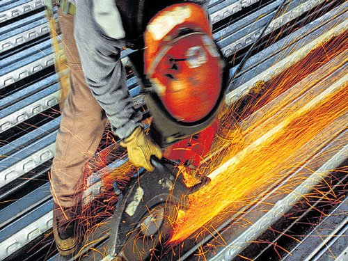 Manufacturing activity in Dec dips