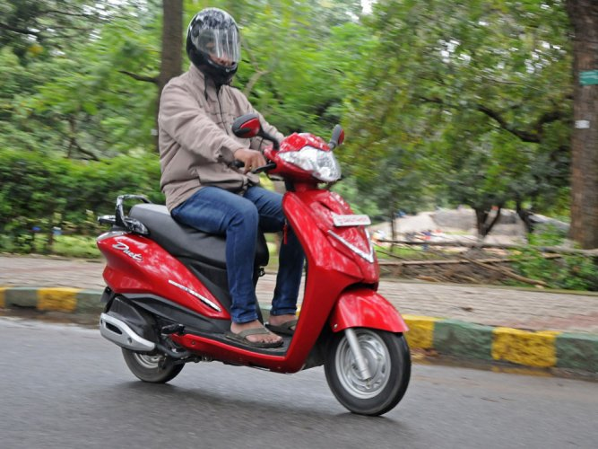 Two-wheeler sales continue to suffer post demonetisation
