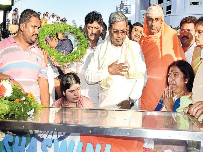 Minister's death, Prasad joining BJP land double blow to Siddu