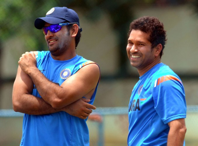 Sachin leads in hailing Dhoni on end of captaincy career