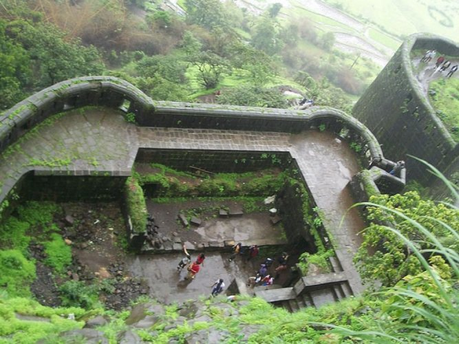 Trekkers celebrating New Year roughed up at Lonavala fort; ten held