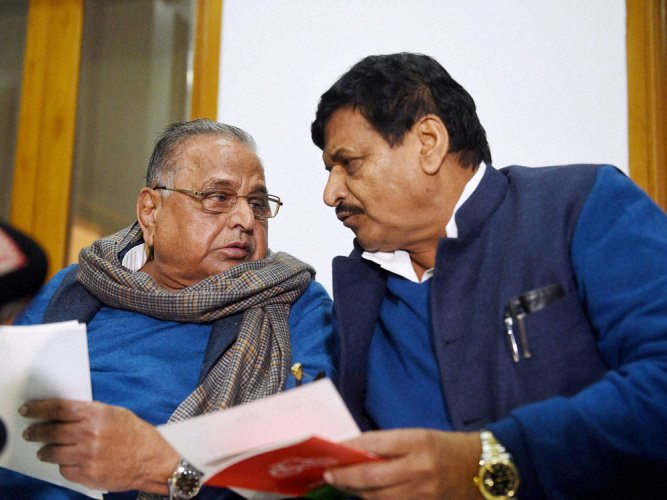 Mulayam, son race against time to muster majority support