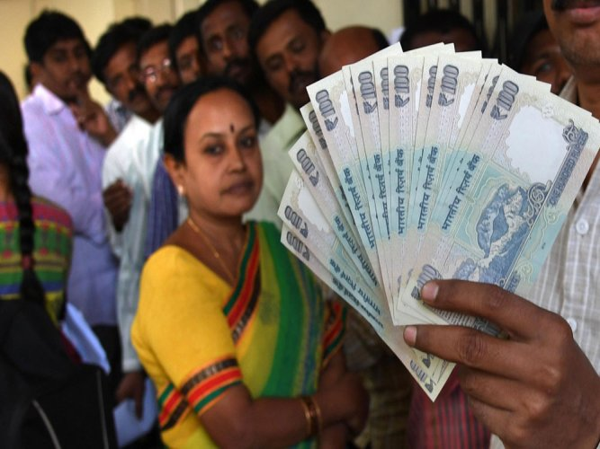 'RBI to give Rs 1 bln in 100-rupee banknotes to Nepal to ease crisis'