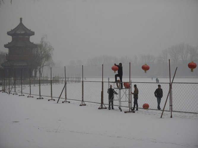 Avoid contact with snow in Beijing: officials