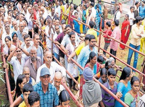 Long queues at Tirumala for Vaikuntha Ekadasi