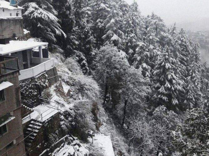 Heavy snowfall in Himachal, Uttarakhand