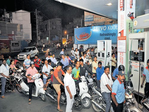 Petrol pumps defer decision to not accept card payments