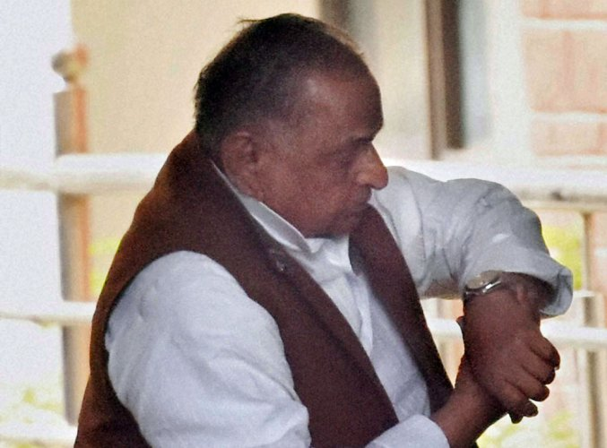 Cycle symbol war: EC to hear warring SP factions on Jan 13