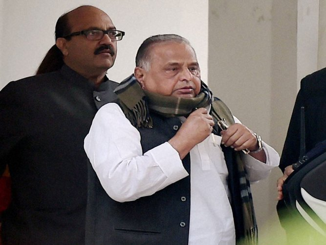 Mulayam advises Akhilesh Yadav to keep away from party dispute