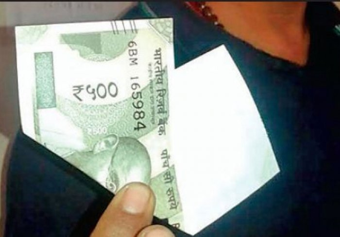 Man gets Rs 500 notes with one-side blank in MP