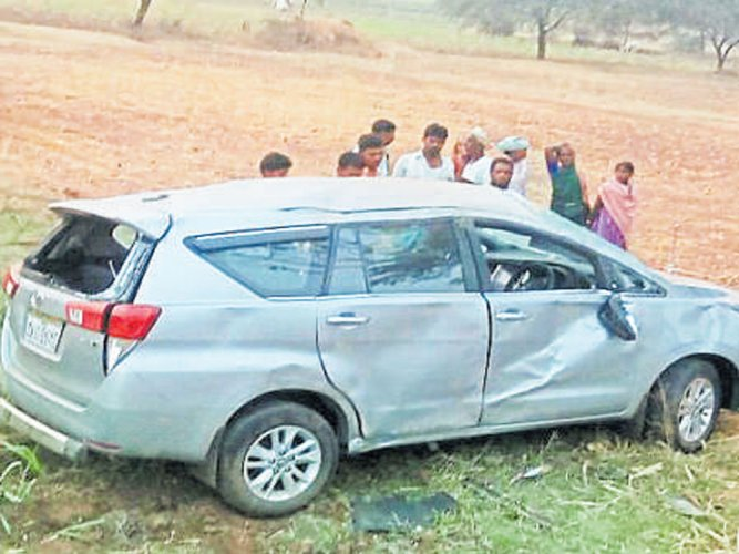 Minister MB Patil injured in accident
