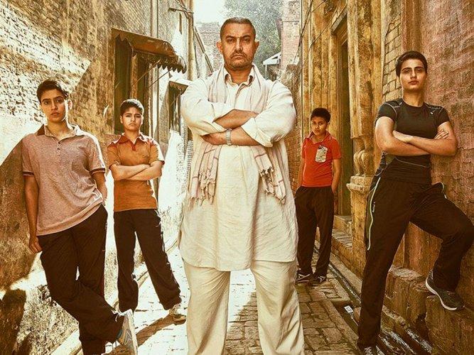 Aamir, Alia, 'Dangal' bag top honours at Filmfare Awards