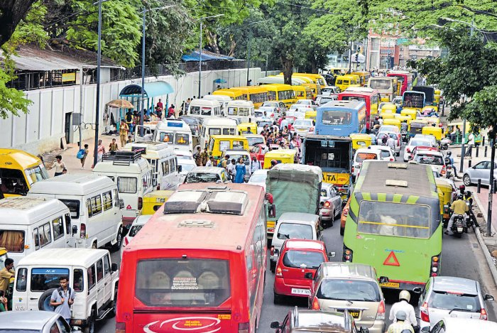 Citizens pitch ideas to fix Residency Road chaos