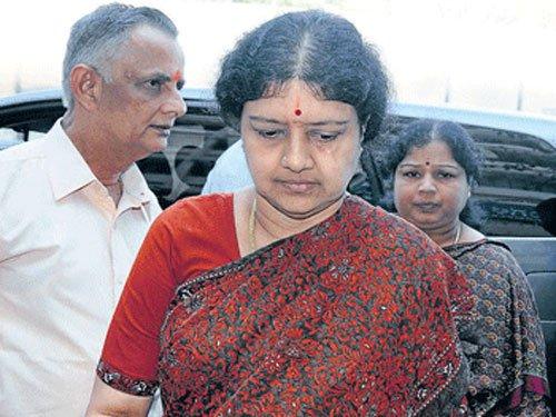 Don't let rivals exploit crisis after Jaya's death: Sasikala to party men