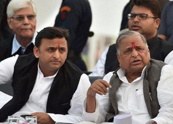 Yadav feud: Mulayam says he might contest against son Akhilesh