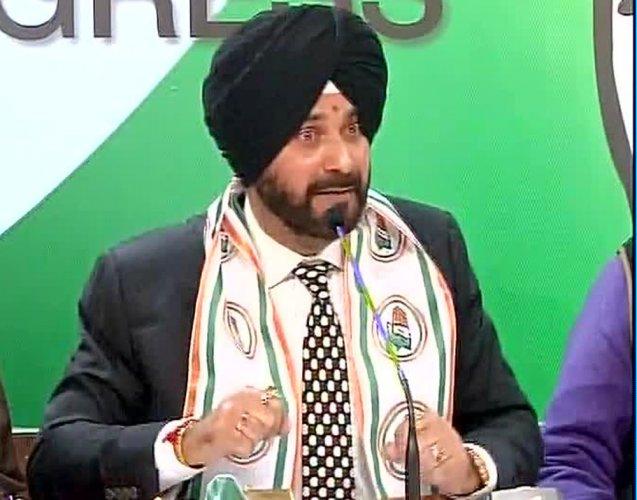 'Born Congressman' Sidhu keeps CM hopes alive