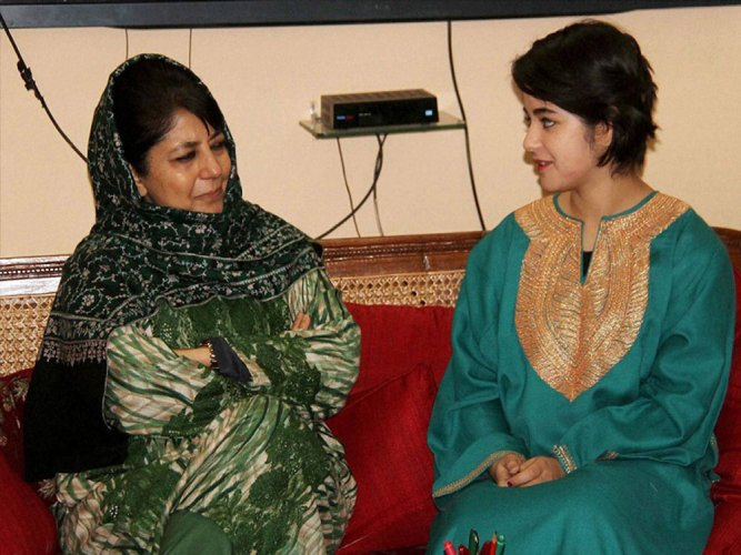 Meeting with Mehbooba lands 'Dangal' girl in soup