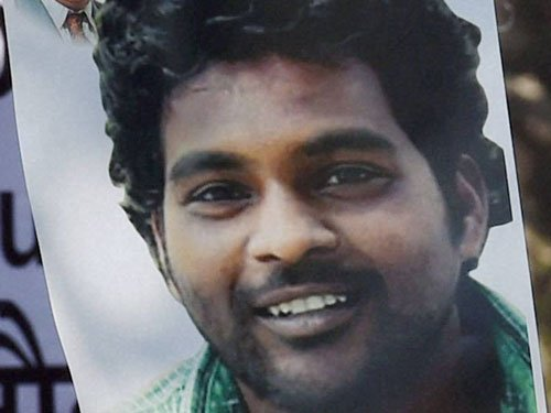 Vemula anniversary: Police whisk away protesters trying to gatecrash UoH