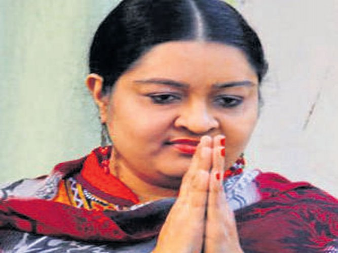I cannot accept Sasikala in Amma's place: Jaya's niece Deepa