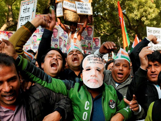 Cong leaders stage protests against demonetisation outside RBI offices