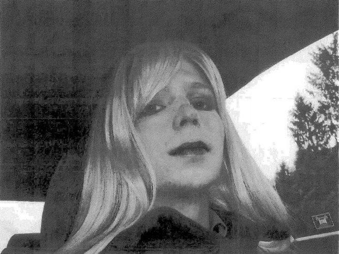 Obama cuts short WikiLeaks source Chelsea Manning's sentence