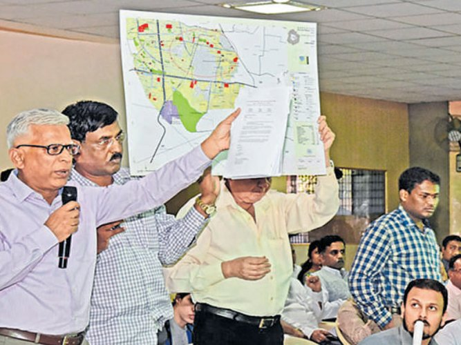 Citizens oppose expansion of city, want townships