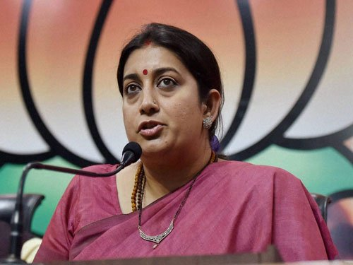 Smriti asked DU not to give  info about her degree