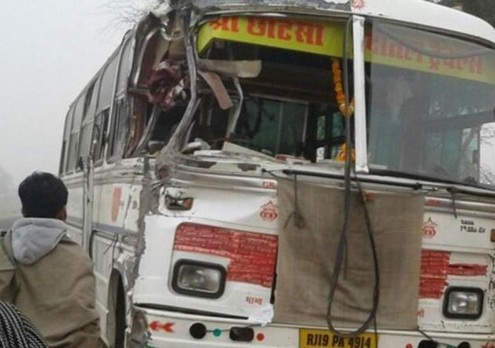 15 children killed in bus-lorry collision