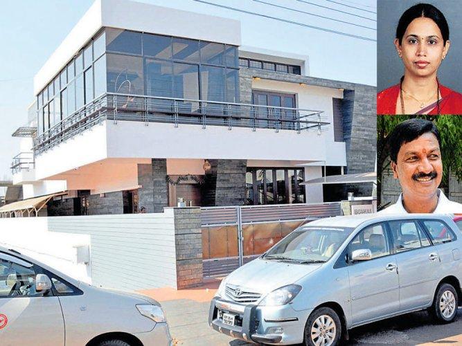 I-T raids on houses of Ramesh Jarkiholi, brother