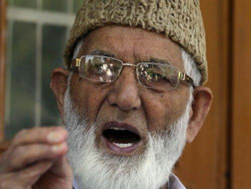 Separate settlements for Kashmiri Pandits unacceptable: Geelani