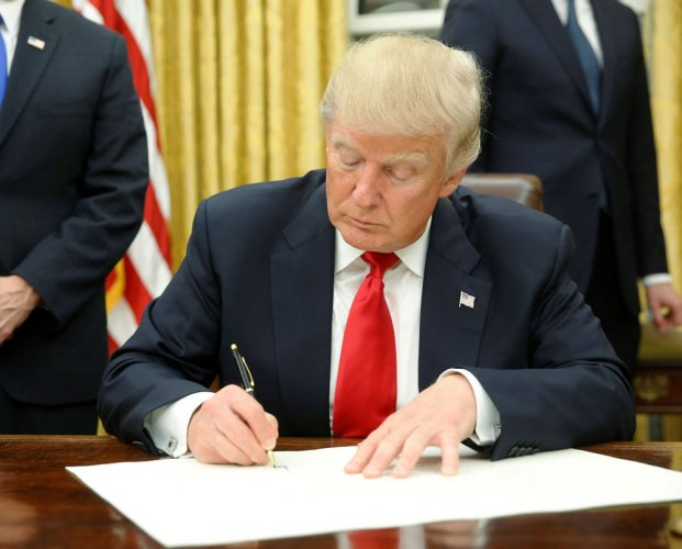 Trump signs executive order against Obamacare on Day One