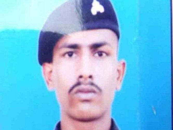Pak hands over Indian soldier who strayed across LoC