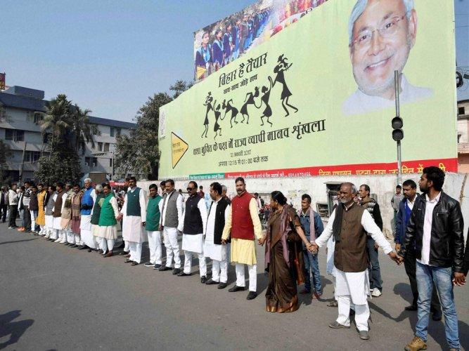 Bihar forms world's largest human chain against liquor