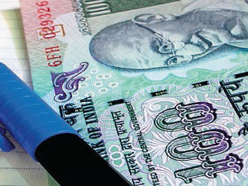 Cash custodian absconds  with Rs 5 lakh
