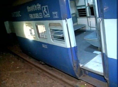 12 dead as seven coaches, engine derail near Vizianagaram of AP