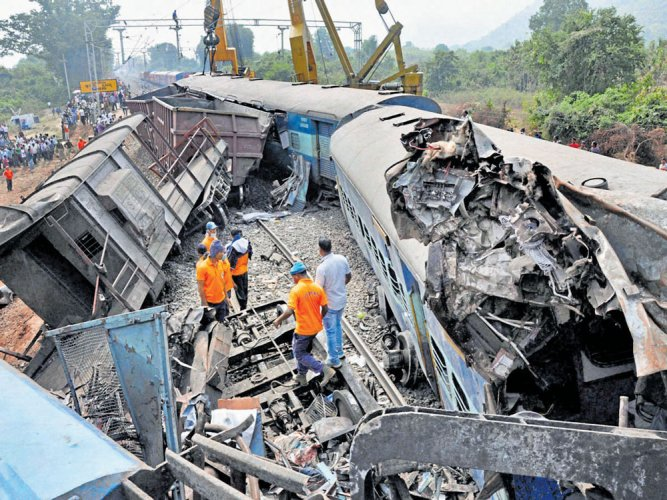 39 killed as train derails in Andhra Pradesh