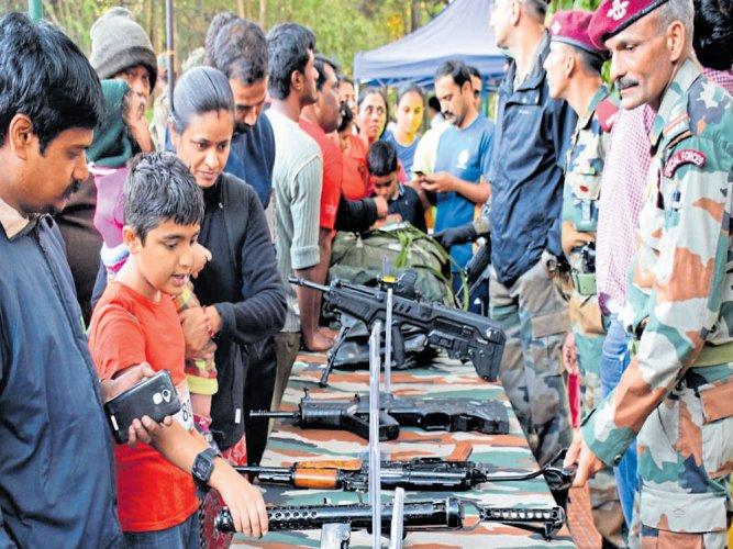 Thousands take part in 'Rashtriya Ekta' run, expo on warfare equipment