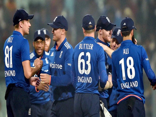 England prevail in thriller