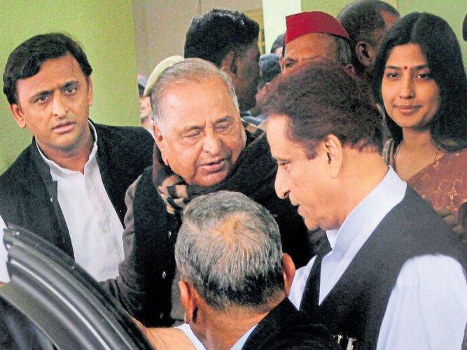 Mulayam, Shivpal skip SP manifesto release