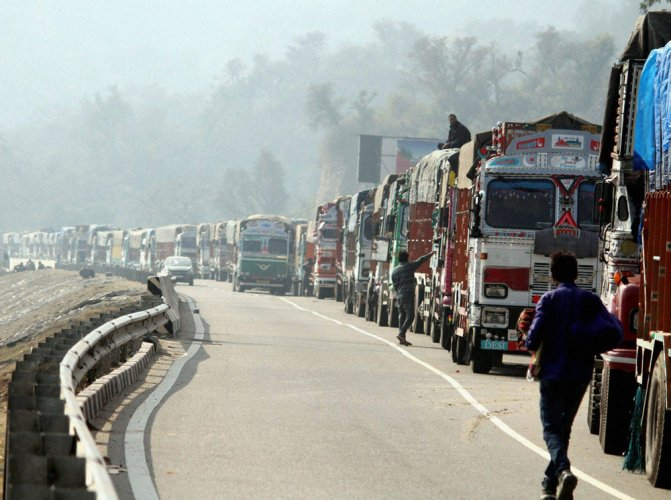 Srinagar-Jammu National Highway opens; Mercury falls in Valley