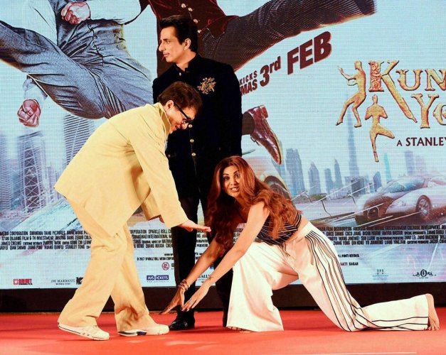 When Shilpa Shetty touched Jackie Chan's feet