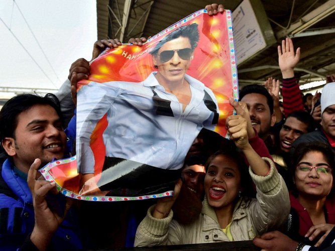 Demand to book SRK over death of man at Vadodara rail station